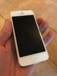 Bell / Virgin iPhone 5 - Great Condition - w/ Otterbox Defender