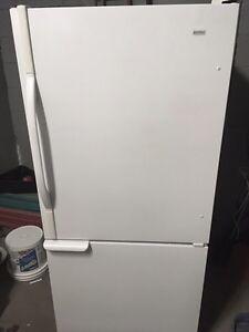 Refrigerator très propre livraison incluse