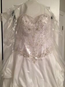 Wedding gown  London Ontario image 4