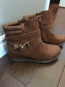 2 pair Size 10 booties, fit like size 9
