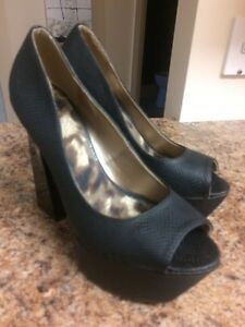 Size 10-4 pairs BEAUTIFUL Like-new heels! Kingston Kingston Area image 6