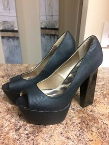 Size 10-4 pairs BEAUTIFUL Like-new heels! Kingston Kingston Area image 5