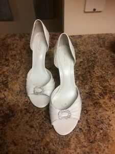 Size 10-4 pairs BEAUTIFUL Like-new heels! Kingston Kingston Area image 8
