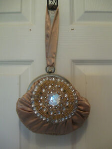 ELEGANT OLD VINTAGE SATIN GEMMED EVENING BAG FROM the '40's
