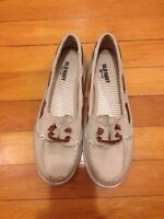 Old navy size 6 deck shoes