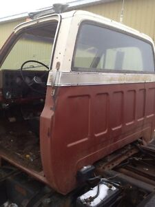 Parting out GMC 6500 Strathcona County Edmonton Area image 2