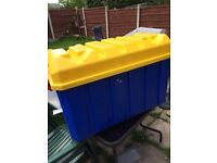 Large 145 L plastic Storage Chest With Lid