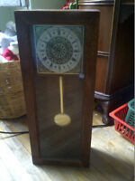 Small Grandfather Clock Type of Horloge 23.5 x 9.5 x 5 Inches