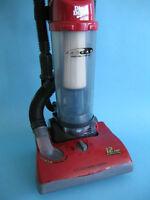irt Devil Jaguar Bagless Upright Vacuum Cleaner