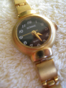 BRUSHED GOLDTONE LADYS WATCH with matching Bracelet