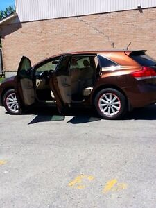 An excellent condition Toyota Venza 2010 very clean and nice... London Ontario image 7