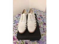 Brand New Clarks Cream Leather Flat Shoes Size 7