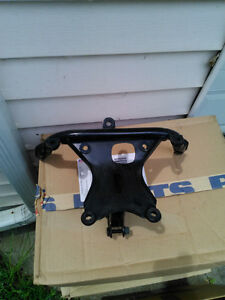R1 98-99 YAMAHA FAIRING STAY BRACKET Windsor Region Ontario image 6