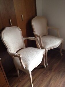 2 beautiful vintage Queen Anne Chairs -- Like Brand New!