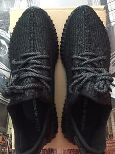 YEEZY 350 BOOST PIRATE BLACK SIZE 10 (replica) DEADSTOCK London Ontario image 6