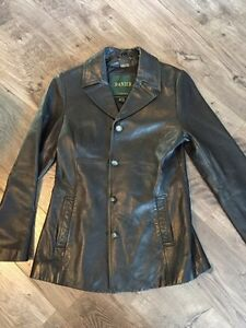 Women's Danier leather coat size 6 Kingston Kingston Area image 2