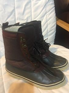 NEW winter boots size 8