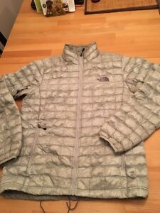 Manteau Thermoball North Face homme gris