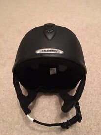 The new Junior X-Air Plus riding helmet. PERFECT CONDITION! Perfect gift!!!