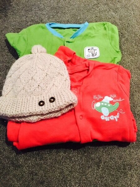 3-6 months baby grows and warm hat