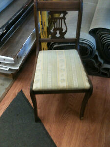 dining room set , includes table, six chairs