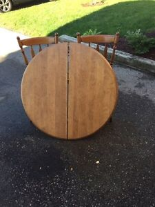 Solid Wood table with leaflets  Kitchener / Waterloo Kitchener Area image 2