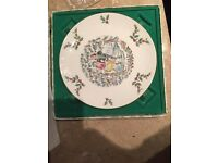 Royal Doulton 1977 Merry Chrustmas Plate