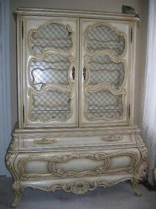 Magnifique mobilier haut de gamme et miroir tout sculpté à la ma