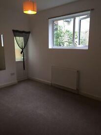 3 bed flat in market street, torquay