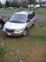 2005 Chrysler Town and Country Minivan,