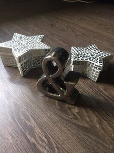 """Two mirrored star boxes and a decorative """"&"""" sign"""