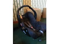 Graco Junior Baby car seat and belted base