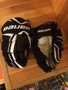 Bauer Vapour Hockey Gloves Youth Peterborough Peterborough Area image 1