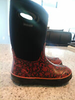 Girls Bogs Size 3 - Excellent Condition