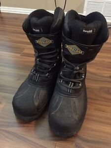 Size 11 work load steel toe boots