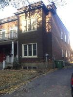 Bas de duplex près hôpital McGill avec cour arrière et garage