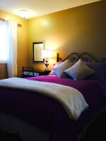 LIGHT AIRY ROOM 8 MINS TO DOWNTOWN! WALK TO LRT & SHOPPING, GYM