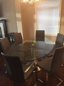 Beautiful Glass Top Dining Table & Chairs