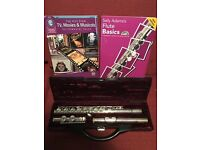 'Buffet' Flute in case, including two music books (cd included in one, not opened)