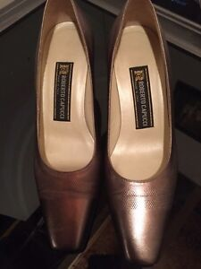 Roberto Capucci Shoes made in Italy with Clutch $30 size 9