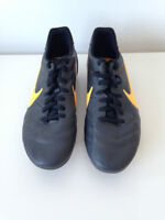 Chaussure soccer moule Nike Tiempo quasi neuf taille 44