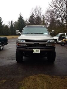 2002 short box Silverado 4x4 lifted *need gone*
