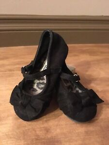 Girl's Size 5.5 Black Faux Suede Shoes (Toddler)