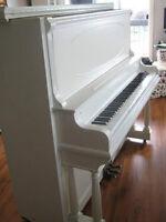 Piano à décorations antiques