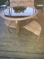 TABLE RONDE EN ROTIN DE PATIO (4 BANCS ROTINS)