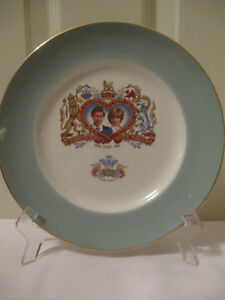 BEAUTIFUL OLD VINTAGE '81 COMMEMORATE ROYAL WEDDING CHINA PLATE