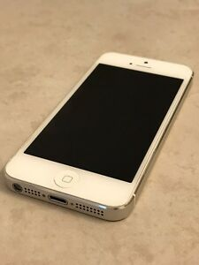iPhone 5 16G White/Silver Great Condition
