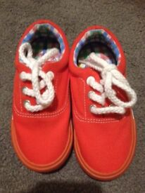 New canvas shoes size 6