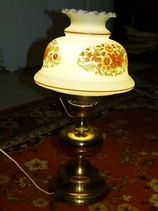 VERY NICE AND BEAUTIFUL ANTIQUE TABLE LAMP FOR $40