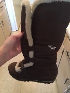 Size 10 Brown Roxy boots